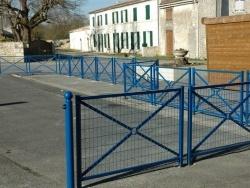 Photo paysage et monuments, Le Gué-d'Alleré - Place devant l'école