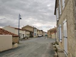 Photo paysage et monuments, Le Gué-d'Alleré - Rue principale du Village