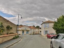 Photo paysage et monuments, Le Gué-d'Alleré - Rue du Village