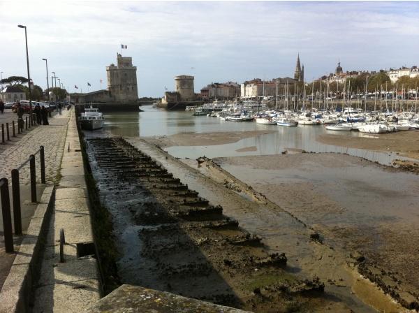 Photo La Rochelle - Le vieux port de la Rochelle à sec