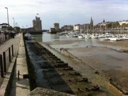 Photo paysage et monuments, La Rochelle - Le vieux port de la Rochelle à sec
