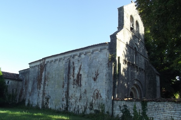 Photo Romazières - Eglise 12ème siècle de Romazieres.