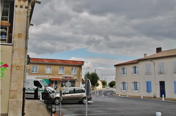 Photo Saint-Jean-de-Liversay - Rue du Village