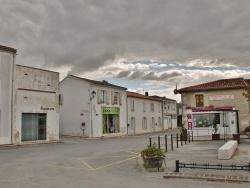 Photo paysage et monuments, Saint-Sauveur-d'Aunis - Place de la Mairie