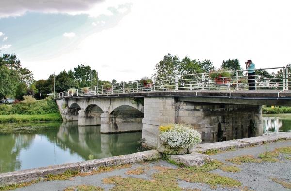 Pont sur La Boutonne