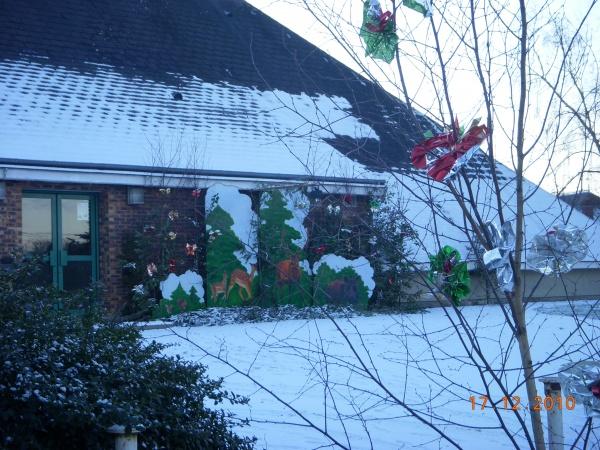 Photo Méry-ès-Bois - décors de Noel au centre socio-culturel