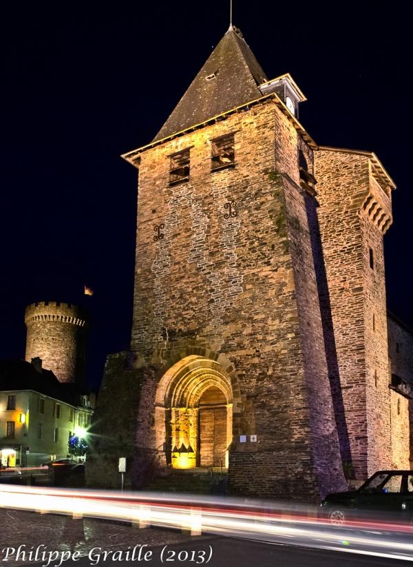 Eglise fortifiée et tour César