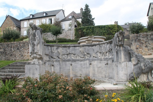 Photo Neuvic - Monuments Aux Morts
