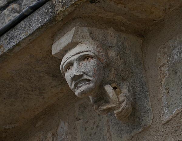 Photo Segonzac - modillon de la façade