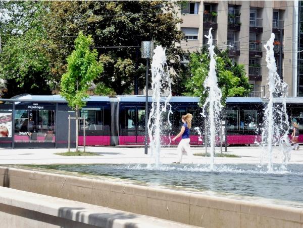Photo Dijon - Dijon.21.Le tram place de la République.