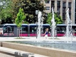 Photo paysage et monuments, Dijon - Dijon.21.Le tram place de la République.