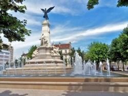 Photo paysage et monuments, Dijon - Dijon.21-Place de la République.