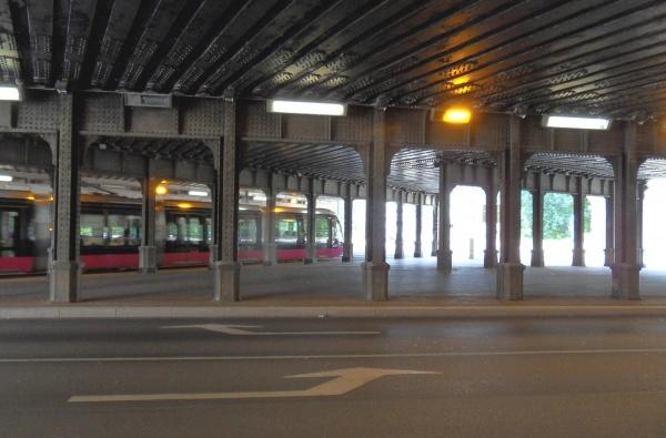 Photo Dijon - Dijon.21.Sous le pont de L'Arquebuse.