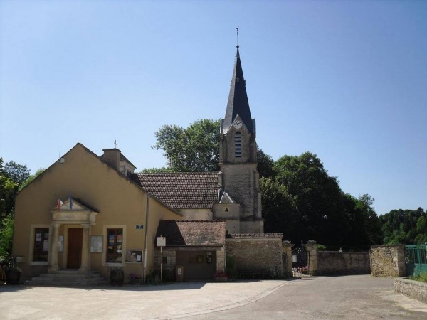 Photo Léry - Place du village - Eglise - Mairie