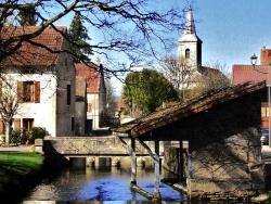 Photo paysage et monuments, Lusigny-sur-Ouche - L'Ouche .Mars 2011.