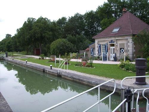 Photo Saint-Usage - écluse75 canal de bourgogne