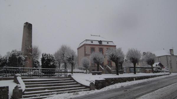 Photo Cressat - la mairie en hiver