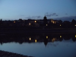 Photo paysage et monuments, Cressat - reflet du village dans le petit lac