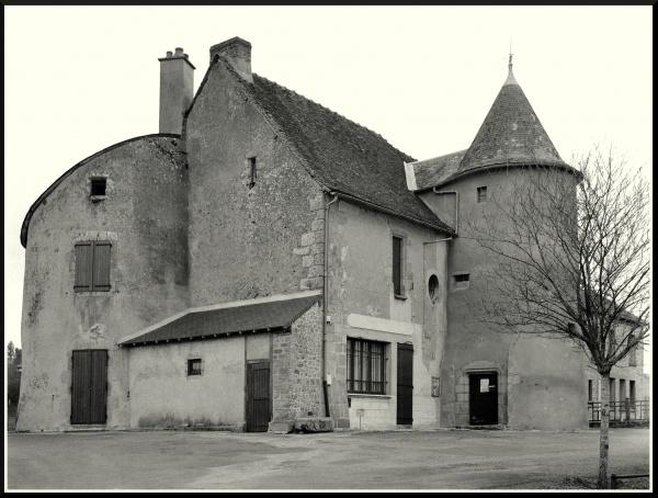 Bâtiment ancien près du Mairie