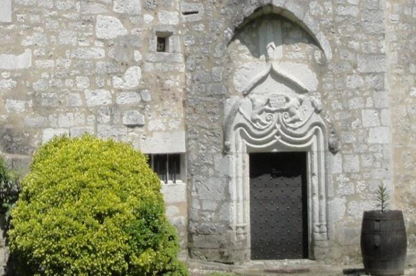 Porte du château de Bouniagues, classée aux monuments historiques