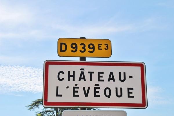 Photo Château-l'Évêque - château l'évëque (24460)