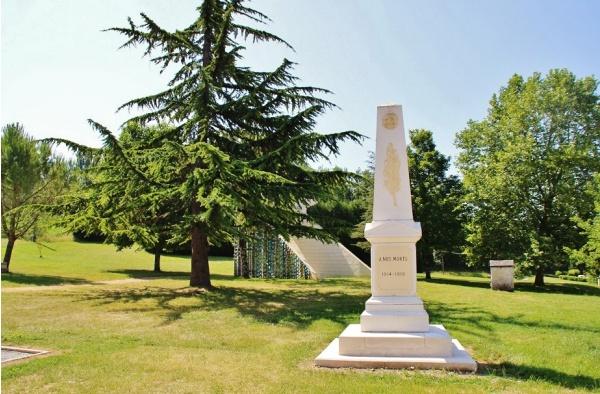 Photo Coutures - Monument-aux-Morts