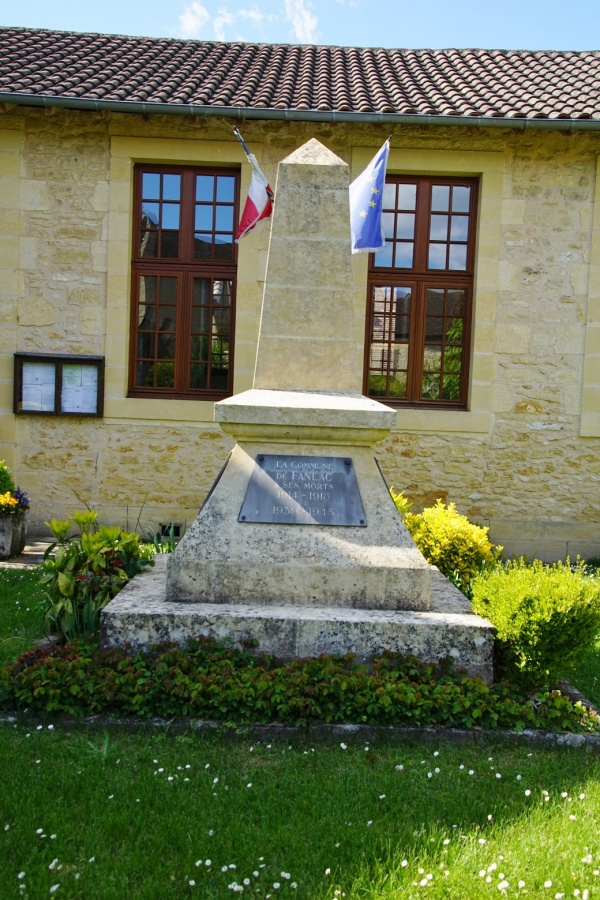 Photo Fanlac - le monument aux morts