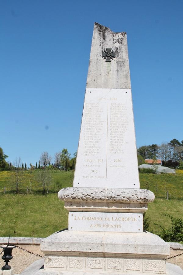 Photo Lacropte - le monument aux morts
