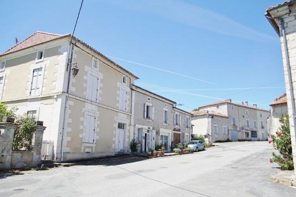 Photo Nanteuil-Auriac-de-Bourzac - Le Village