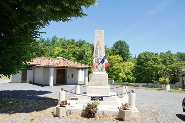 Photo Nanteuil-Auriac-de-Bourzac - le Monuments Aux Morts