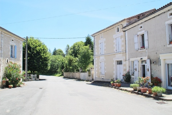 Photo Nanteuil-Auriac-de-Bourzac - Le Village