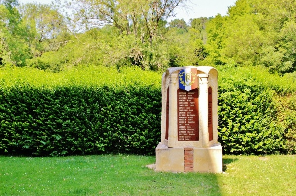 Photo Saint-Laurent-sur-Manoire - Monument-aux-Morts
