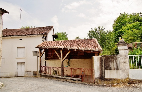 Photo Saint-Méard-de-Drône - Le Lavoir