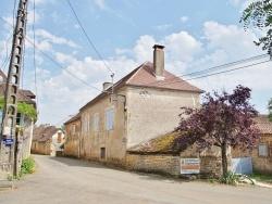 Photo paysage et monuments, Temple-Laguyon - le village