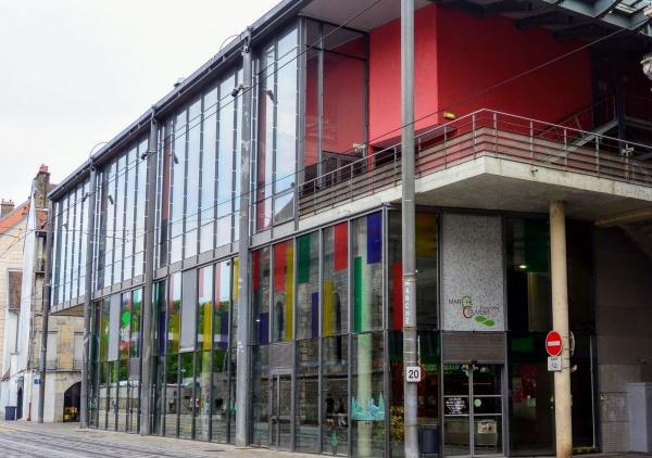 Besançon, le marché couvert.