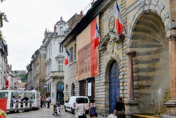 Besançon, hôtel de ville.b.