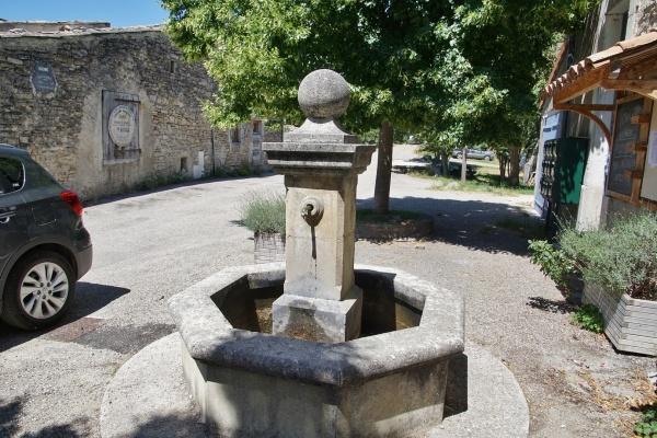 Photo Vachères-en-Quint - la Fontaine