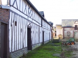 Photo paysage et monuments, Sainte-Colombe-la-Commanderie - colombages et briques
