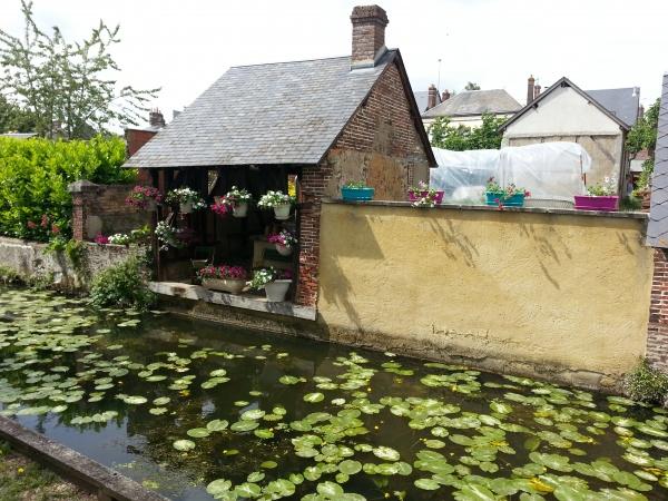lavoir fleuri de brou