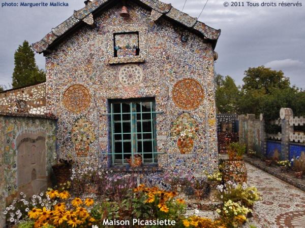 """La Maison Picassiette (ou """"la Maison aux mille morceaux"""")"""