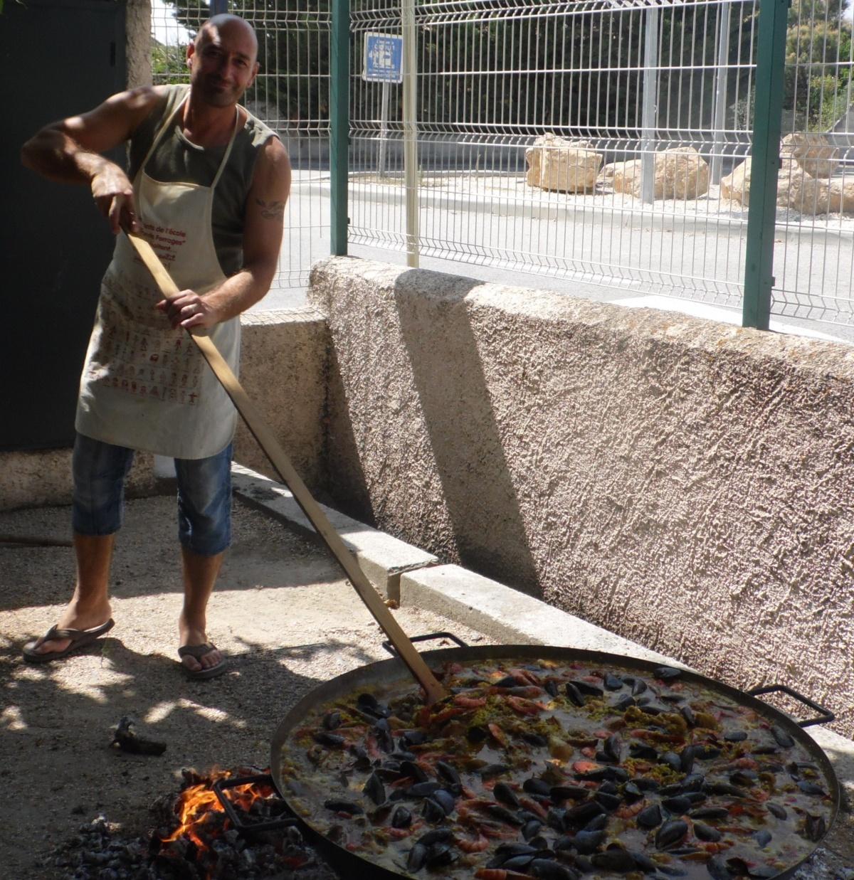 paella cuite au feu de bois un message sur Codolet (30) # Paella Feu De Bois