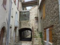 Photo paysage et monuments, Génolhac - Porche rue Soubeyranne
