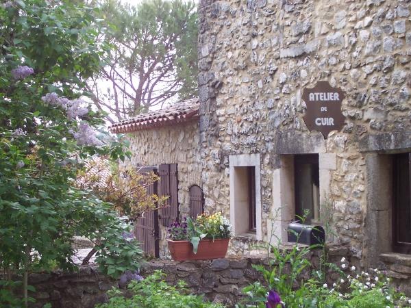L'atelier cuir de Françoise Sayet. (Artisan d'Art) dans le vieux village