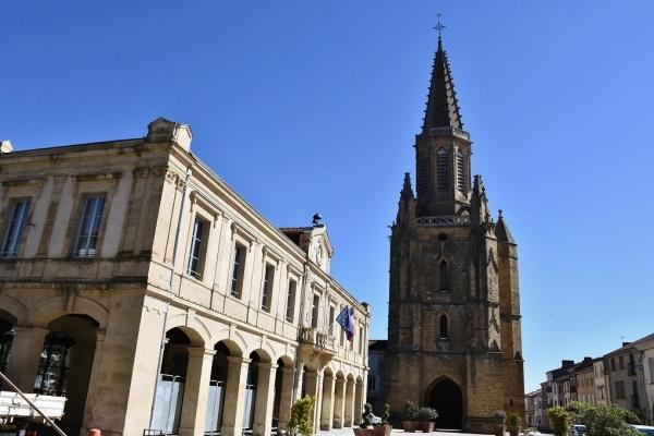 la Mairie et église Notre dame