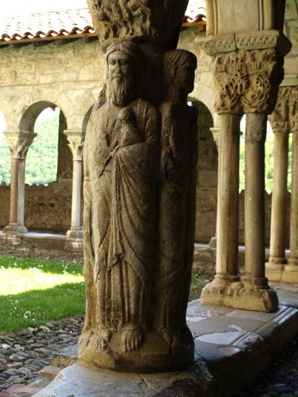 Photo Saint-Bertrand-de-Comminges - Cathédrale Sainte Marie - Cloître - pilier des 4 évangélistes