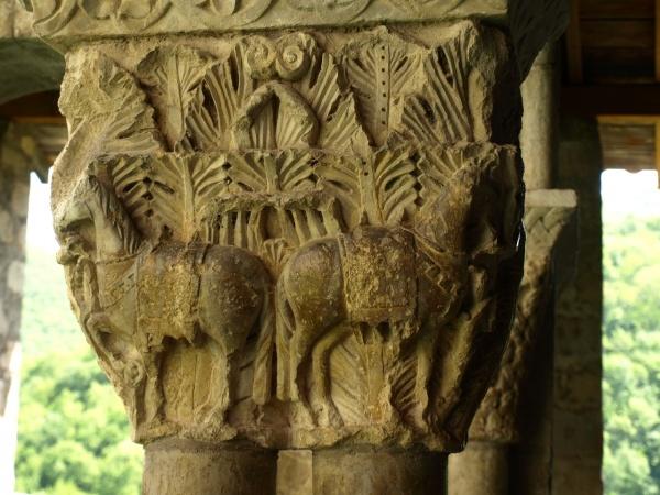 Photo Saint-Bertrand-de-Comminges - Cathédrale Sainte Marie - Cloître - Chapiteau aux chevaux
