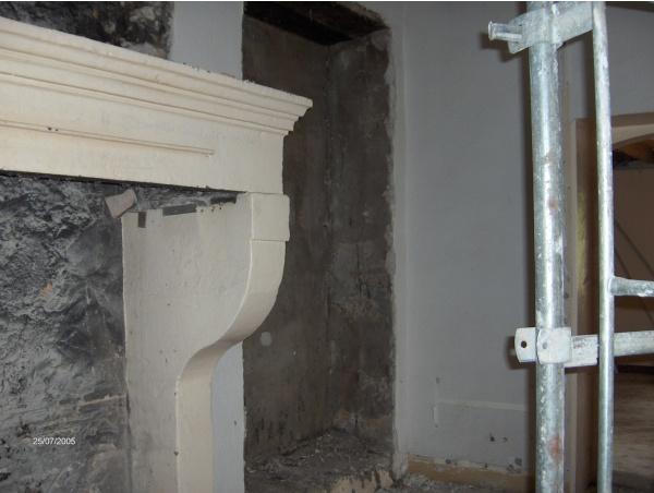 une cheminée de 1767 en instance de disparition