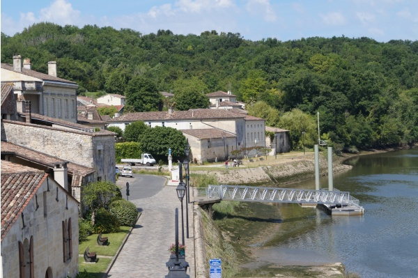 Pey du Prat ( Grézillac) depuis le  pont de Branne