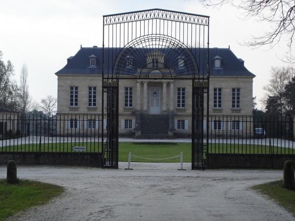 Photo Léognan - Chateau La Louviere  avec son portail ( vue de face)