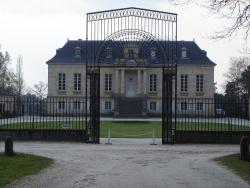 Photo paysage et monuments, Léognan - Chateau La Louviere  avec son portail ( vue de face)